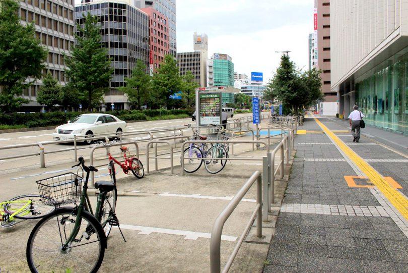 桜通 バス停付近の駐輪スペース