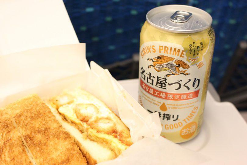 コンパルのエビフライサンドと名古屋限定ビール