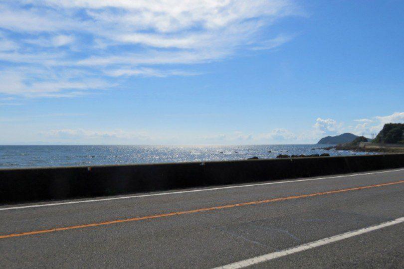 海沿いの道路