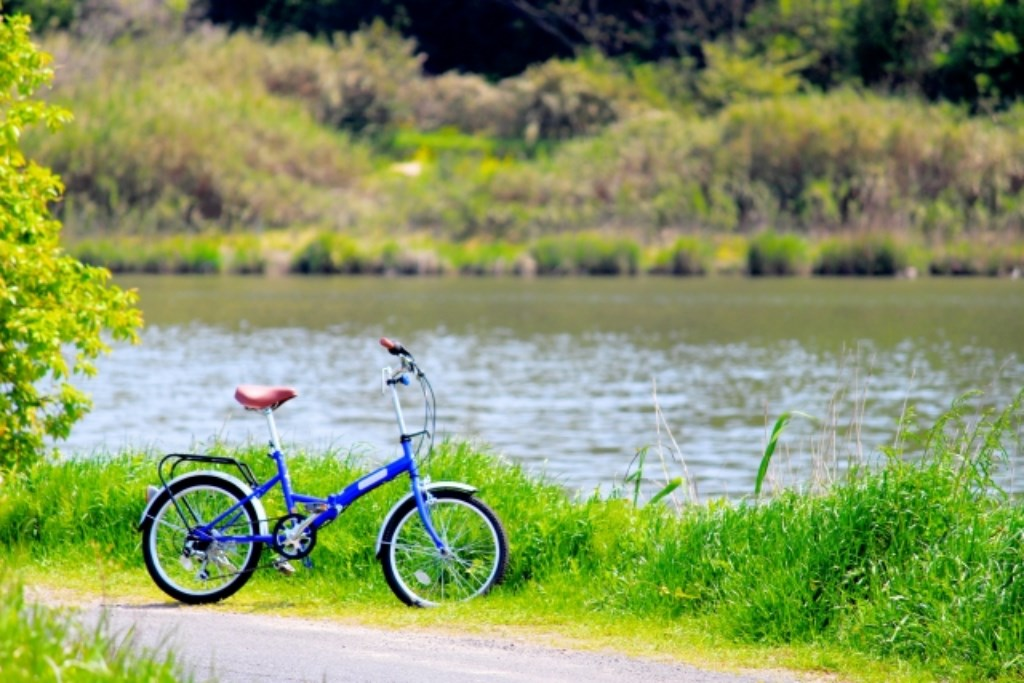 川と自転車