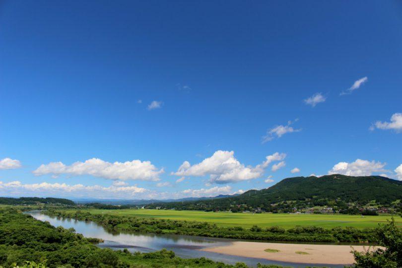 義経堂付近からの北上川