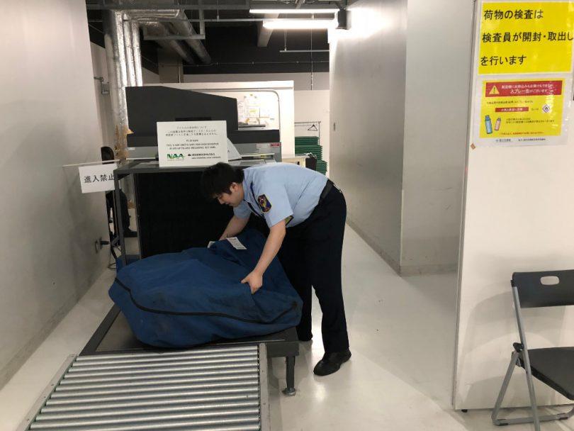 大型手荷物の検査の様子