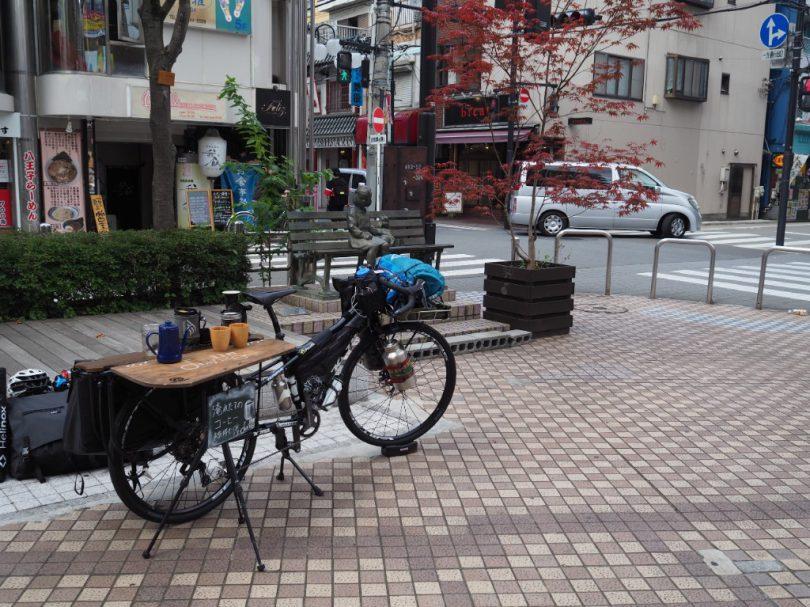 広場になっているところでdailylife bicycle caféオープン