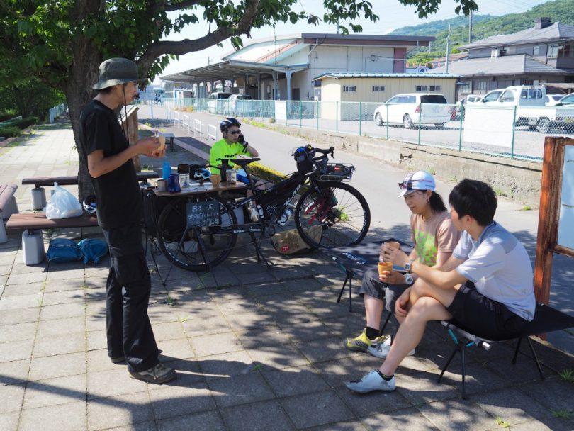 筑波山口にてコーヒーを淹れる。サイクリングの方々も立ち寄ってくださった。