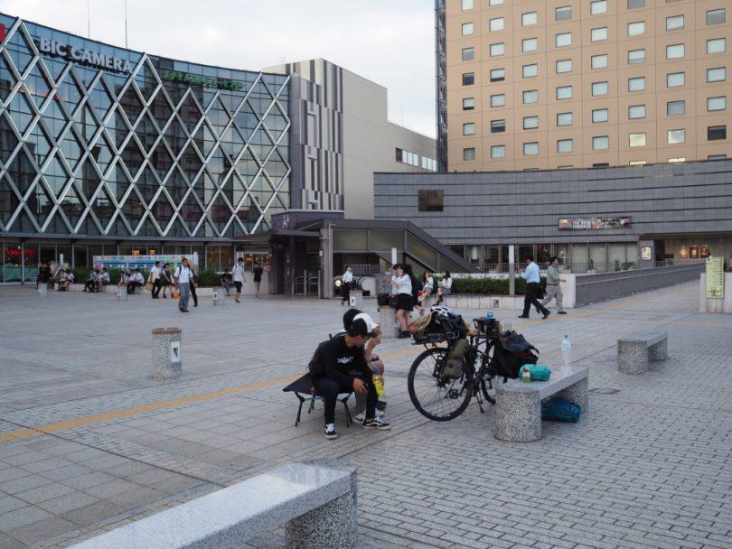 水戸駅前には元気いっぱいの学生たちがあふれていた。