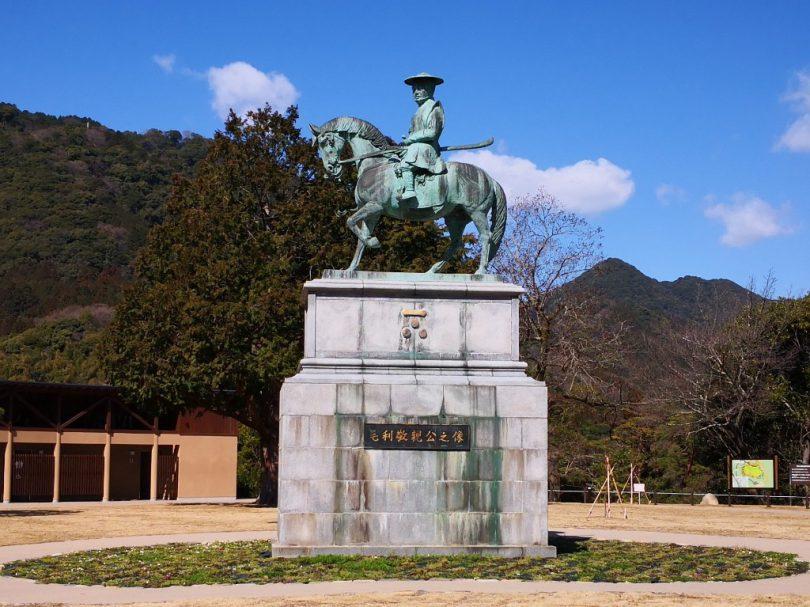 6.毛利敬親の騎馬像