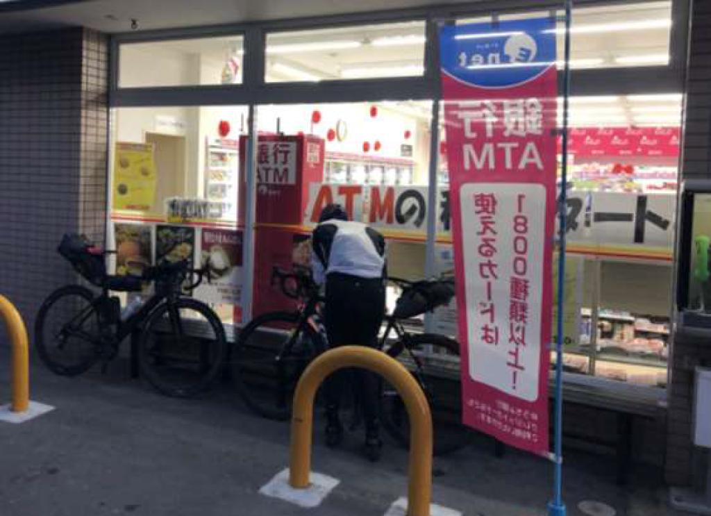 サイクリストのオアシス「コンビニ」で小休止