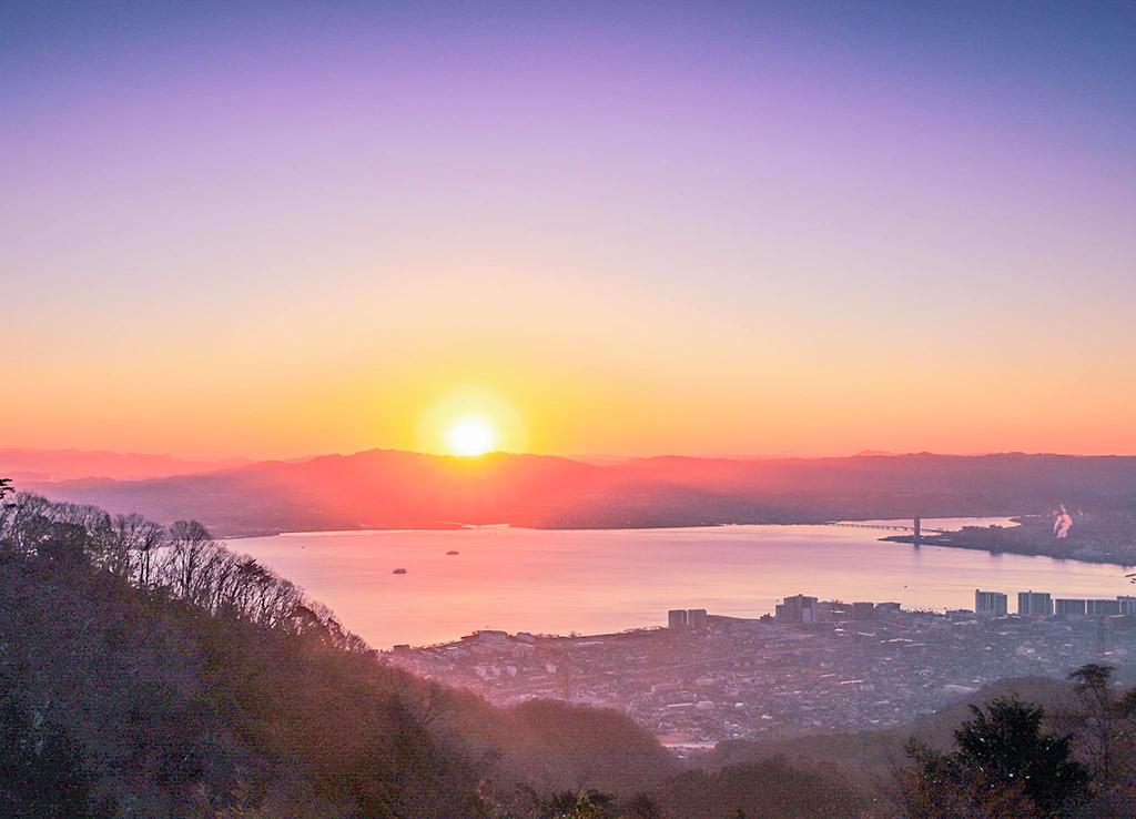 夜明けの琵琶湖