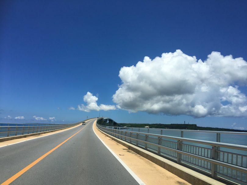 海、青、雲、伊良部大橋