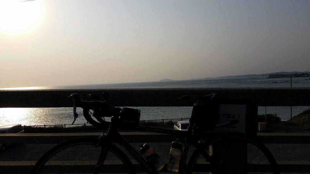 長者ヶ崎から江の島を望む