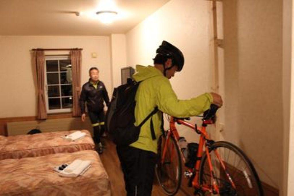 客室内にバイクラック整備